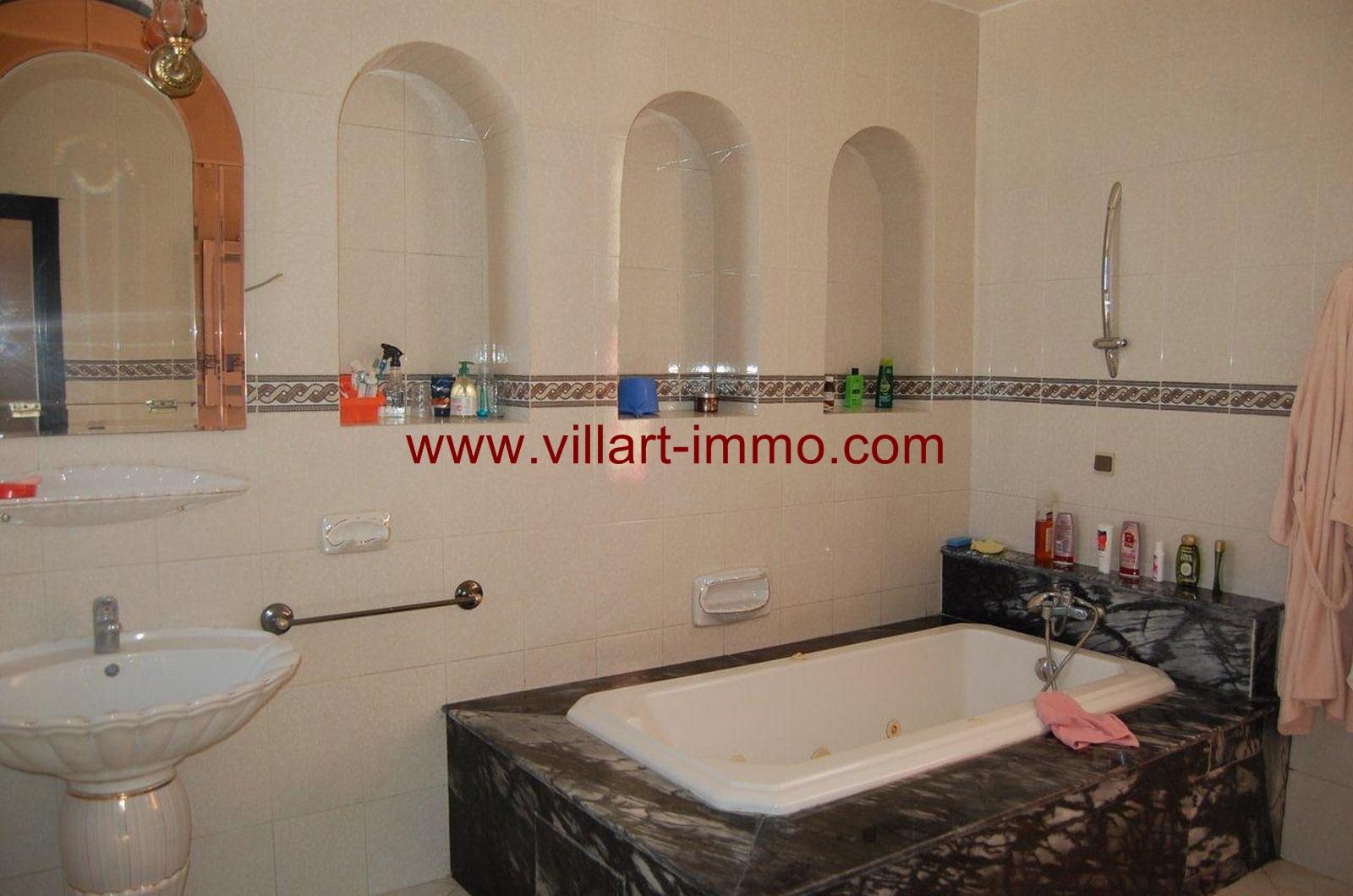 10-Location-Villa-Meublée-Tanger-Achakar-Salle de bain 1-LV910-Villart immo