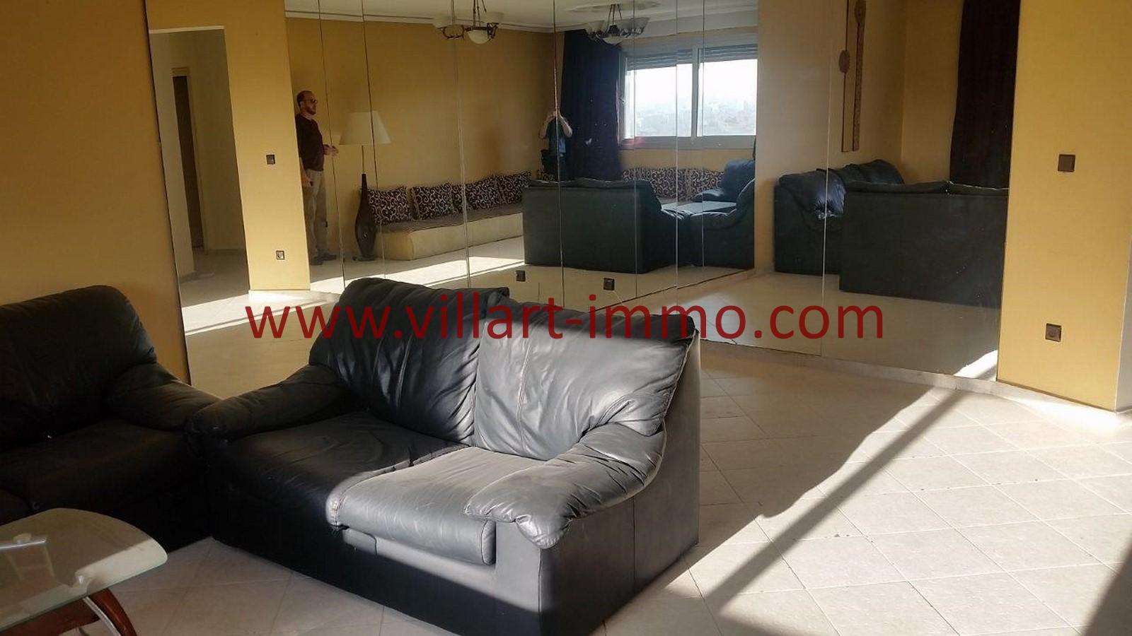 2-location-appartement-meubles-tanger-iberia-salon-2-l1012-villart-immo-maroc