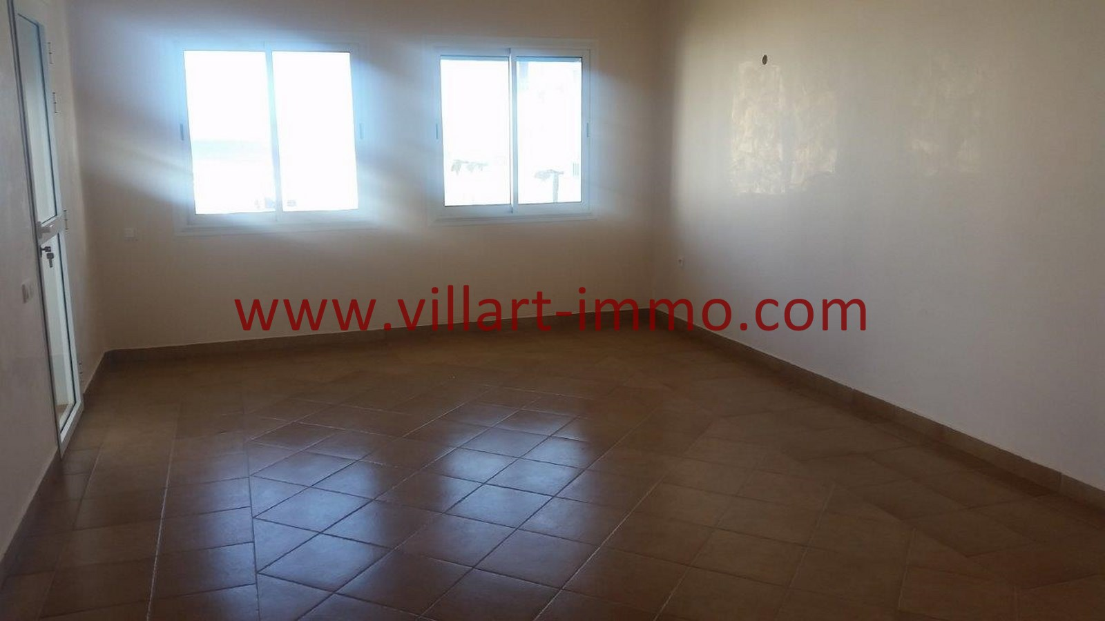 4-vente-appartement-region-tetouan-mdiq-salon-va395-villart-immo