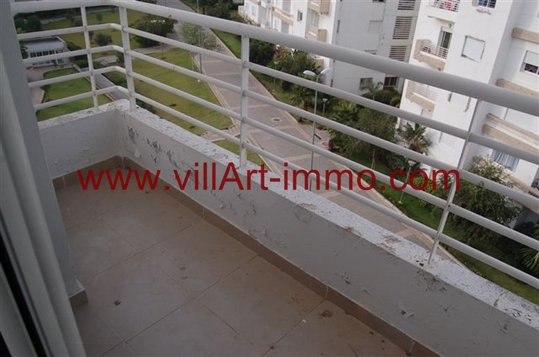 meuble balcon peindre un meuble vernis sans dcaper table pliante pour balcon decaper un with. Black Bedroom Furniture Sets. Home Design Ideas
