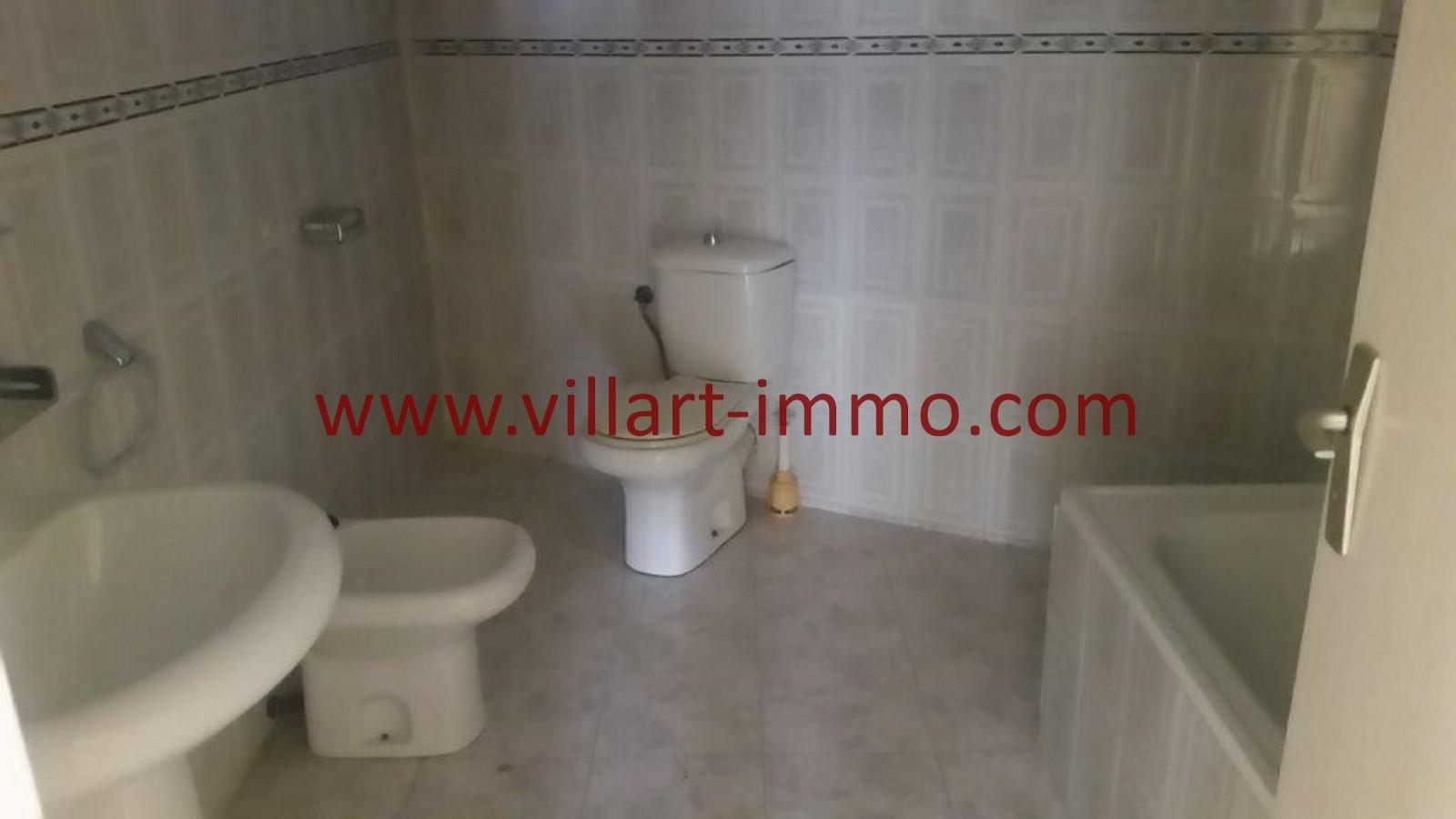 7-location-tanger-appartement-non-meublee-iberia-salla-de-bain-l1013-villart-immo-agence-immobiliere