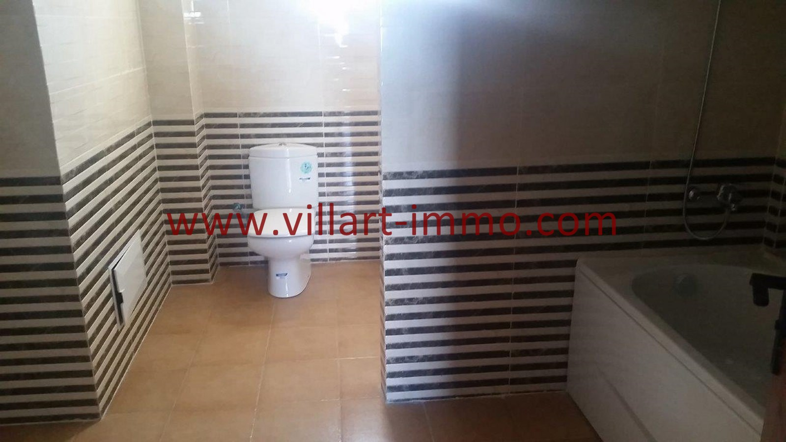 9-vente-appartement-region-tetouan-mdiq-salle-de-bain-1-va395-villart-immo