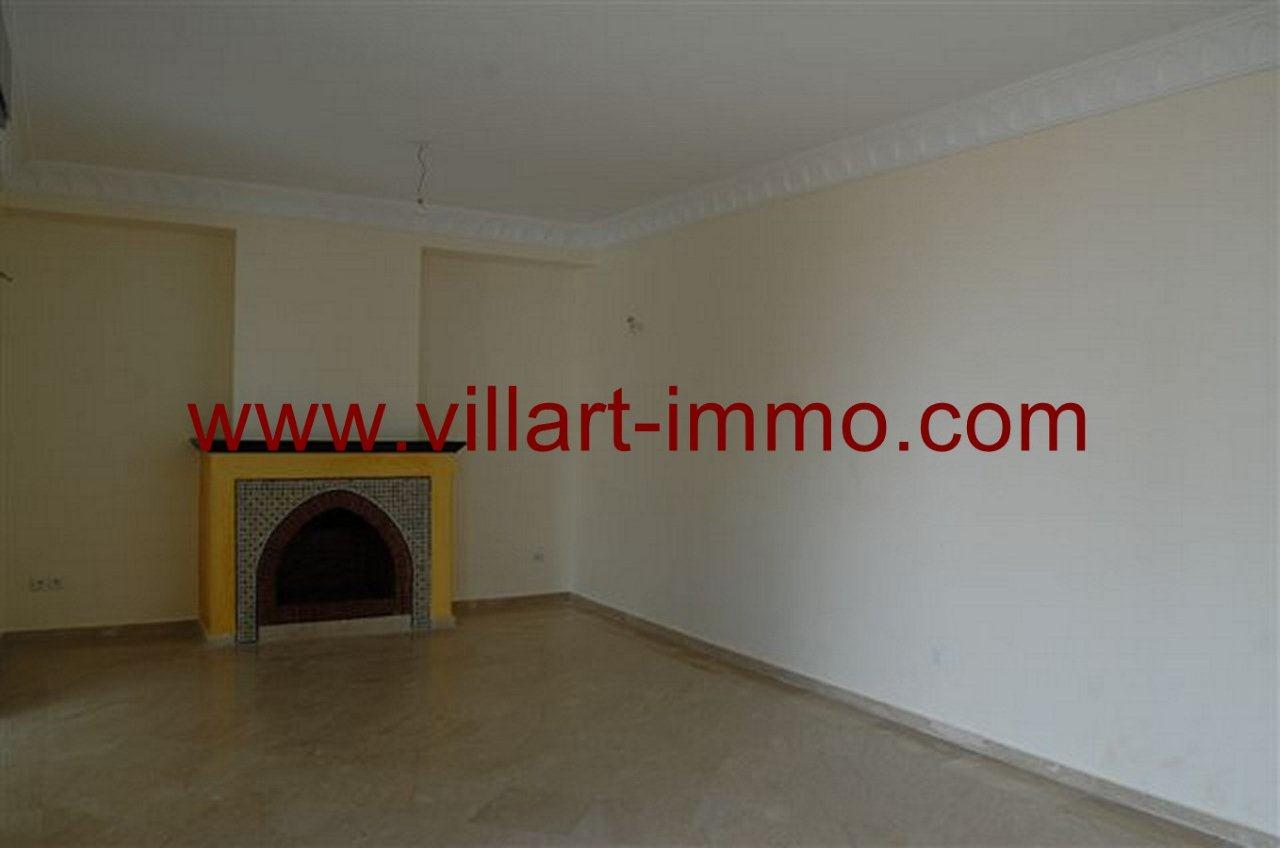 3-Vente-Villa-Tanger-Malabata-Salon-Avec-Cheminée-VV236-Villart Immo