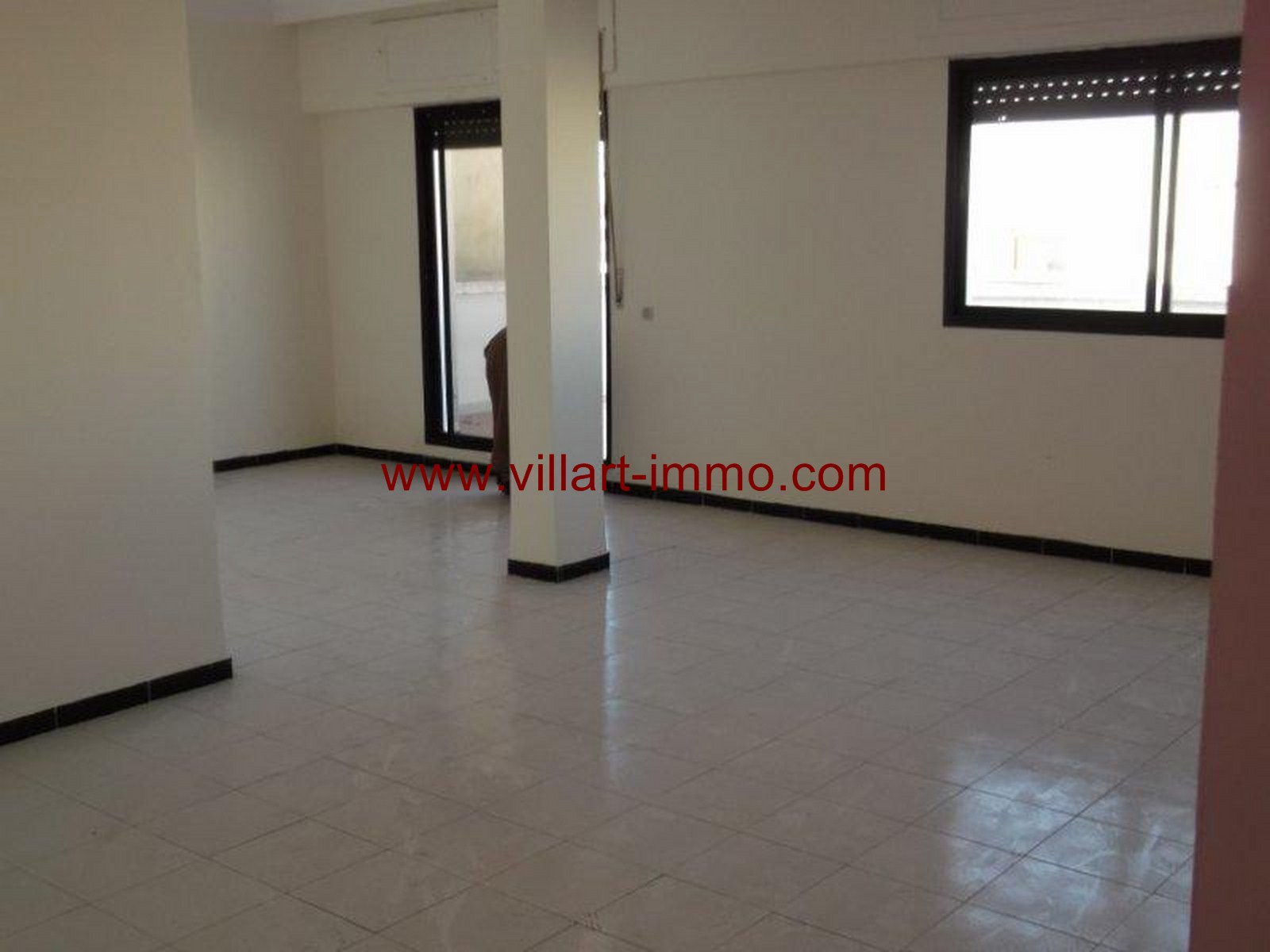 3- Vente -appartement-Tanger-Maroc–Centre-De-Ville-Salon 1 -VA91-Villartimmo