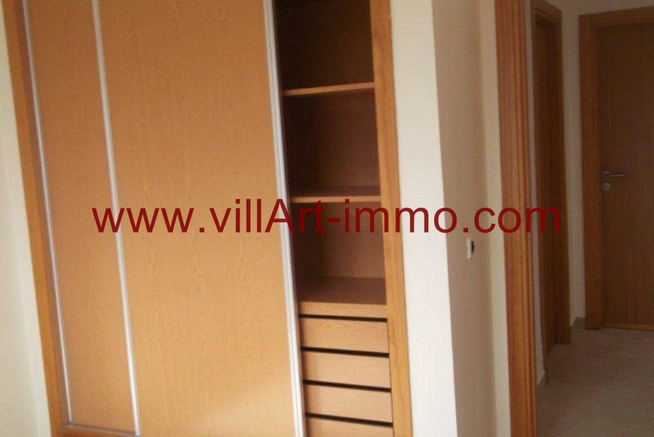 4-Location-Appartement-Non meublé-Tanger-Placard-L736-Villart immo