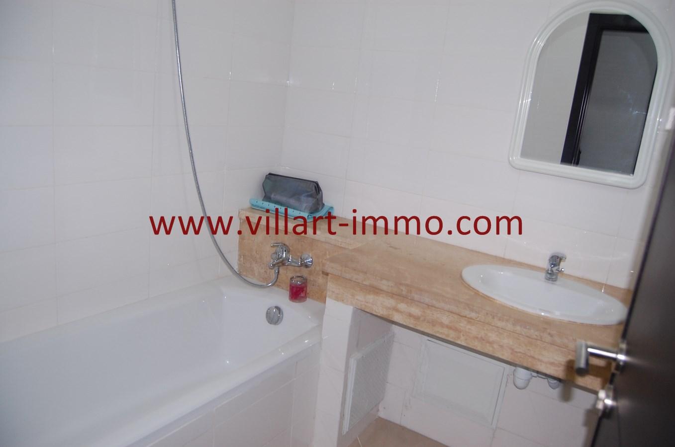 Appartement f3 vendre tanger dans une r sidence avec for Vente salle de bain