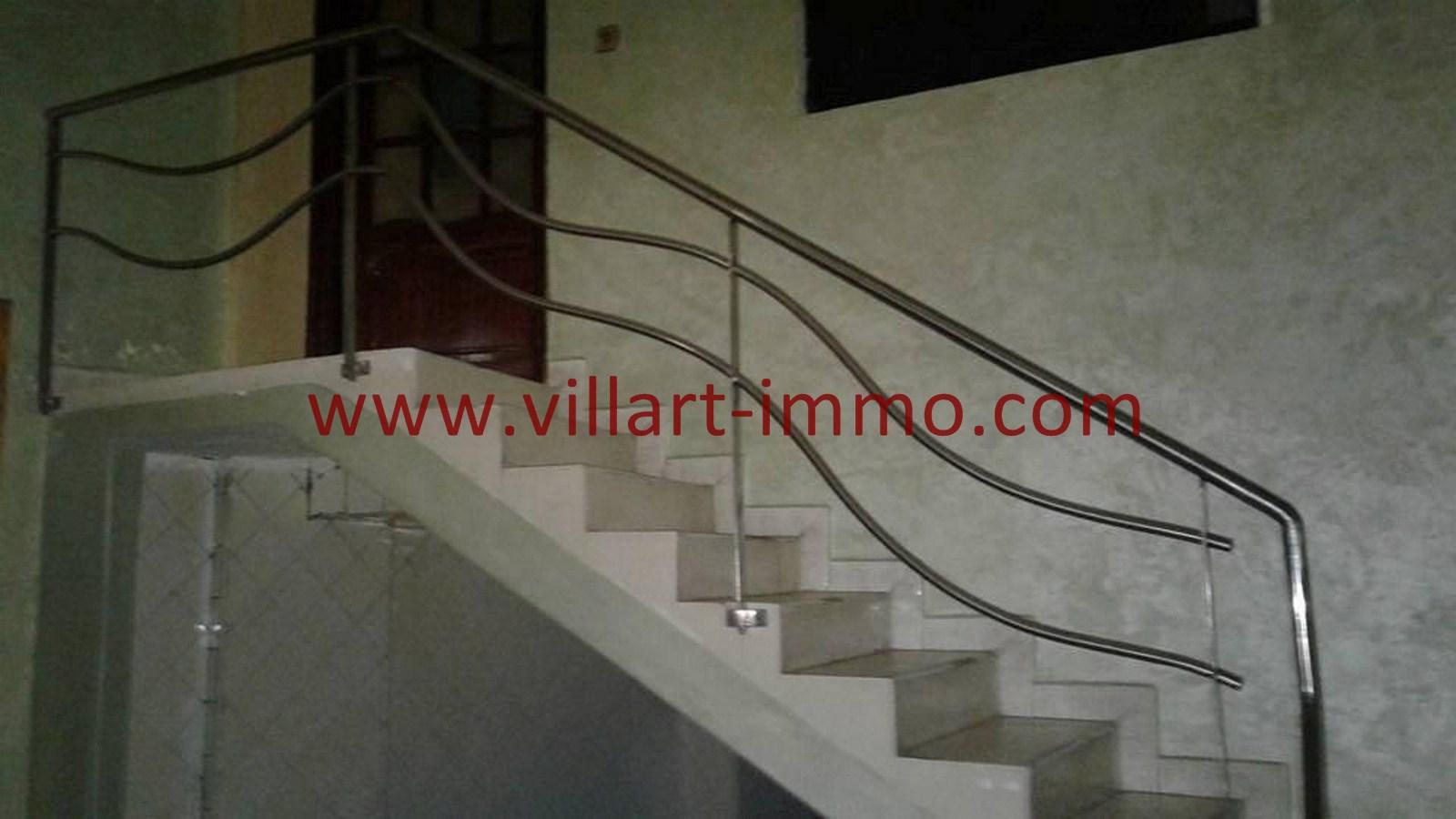 3-Vente-Local-Centre-Ville-Tanger-Escalier-Villart Immo