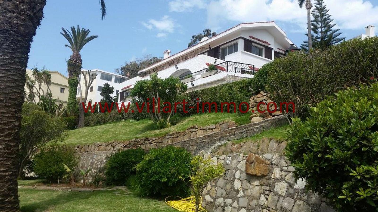 A louer tanger magnifique villa non meubl e avec piscine for Villa a louer a casablanca avec piscine
