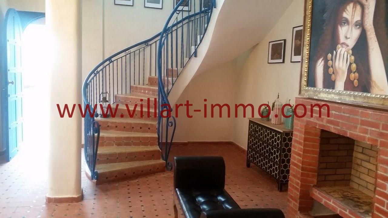 13-Location-Villa-Meublée-Tanger-California-Escalier-LV1093