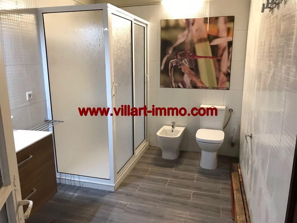 9-Location- Appartement-Meublé-Bouban-salle de bain-Agence immobiliere-L1099