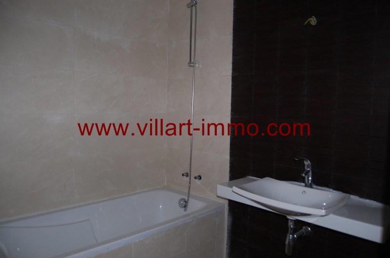 12-location-appartement-non-meuble-tanger-salle-de-bain-l989-villart-immo