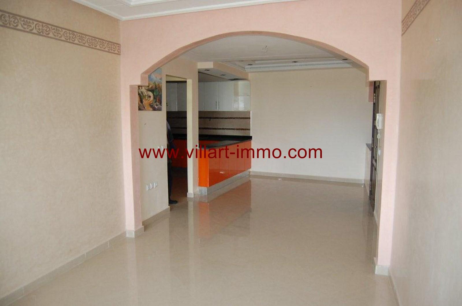 1-location-appartement-non-meuble-centre-ville-tanger-entree-salon-l785-villart-immo