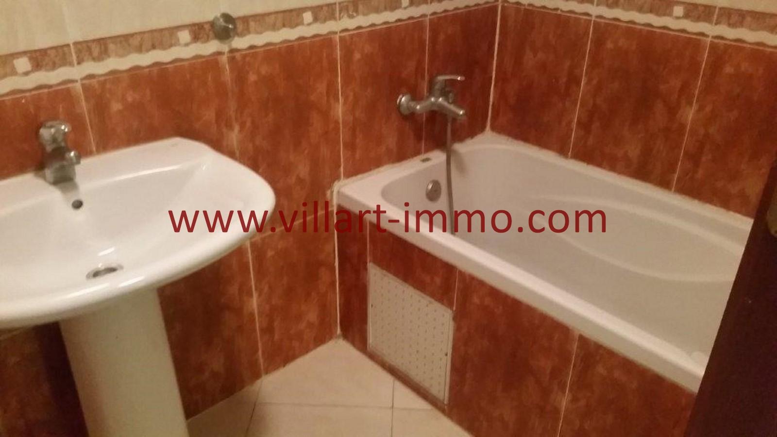 8-A louer-Tanger-Appartement-Non meublée-Centre ville-Salle de bain-L1029