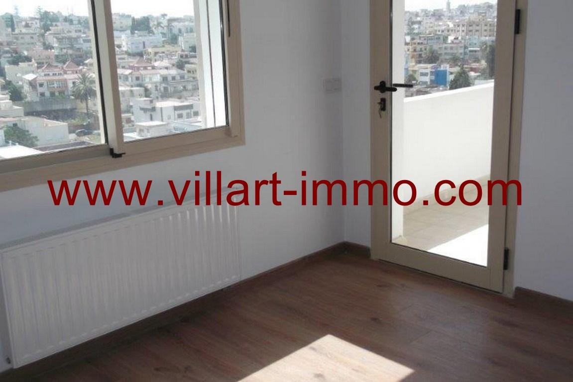 5-A louer-Appart-non meublé-Tanger-Chambre 1-Accès terrasse-L1103-Villart immo (Copier)